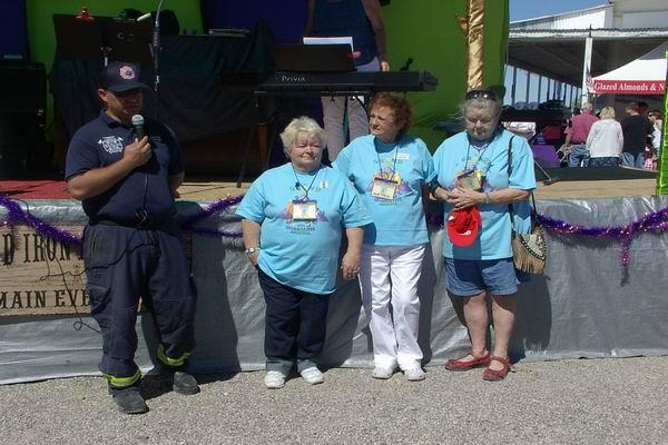 Jose from Quartzsite Fire & Rescue accpeting check from QIA Bingo Team